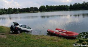 auto w wodzie