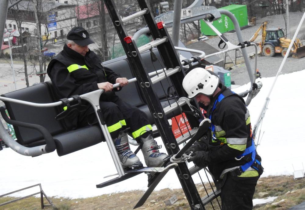 Ewakuacja 18 narciarzy w Wiśle – ćwiczenia / video