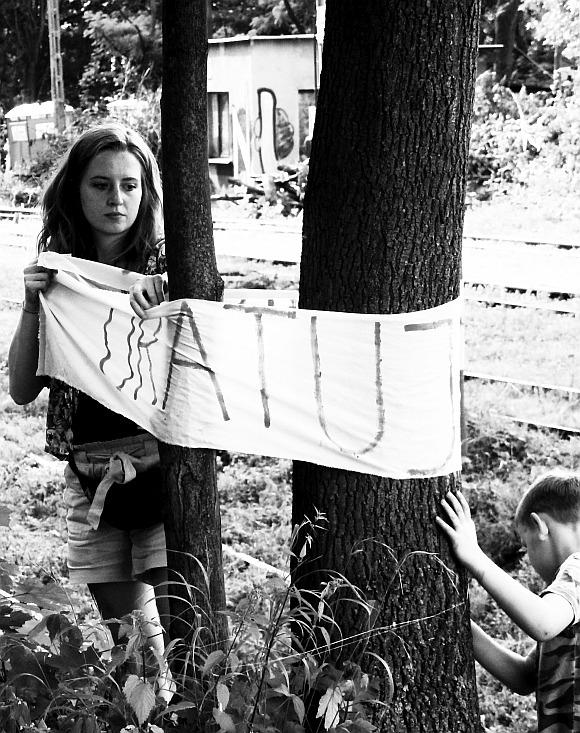 Protest przeciwko dalszej wycince drzew przy PKP w Cieszynie