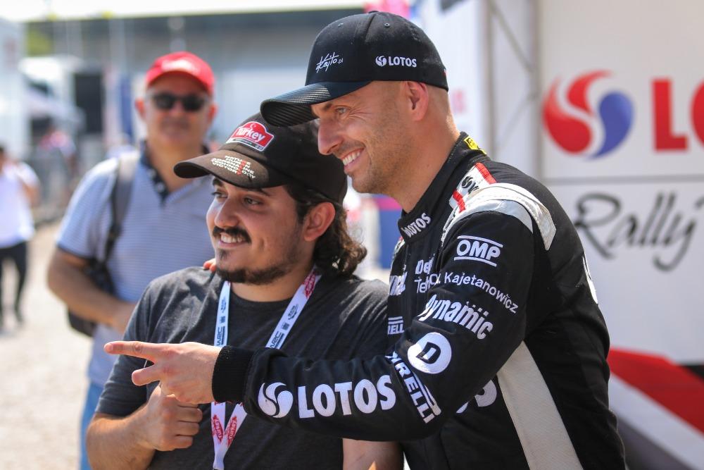 Kajetanowicz i Szczepaniak liderami w WRC 2 po OS1